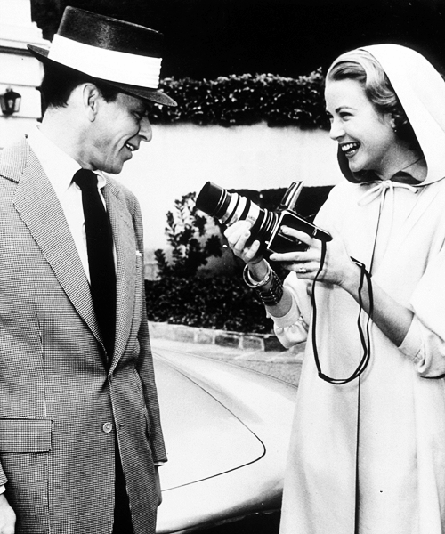 Grace-Kelly-taking-Frank-Sinatra's-photo-with-a-Hasselblad