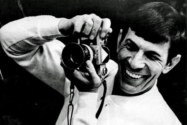 Leonard-Nimoy-and-a-Nikon-F