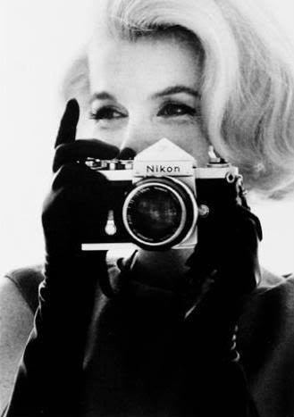 Marilyn-Monroe-with-Nikon-Camera-by-Bert-Stern