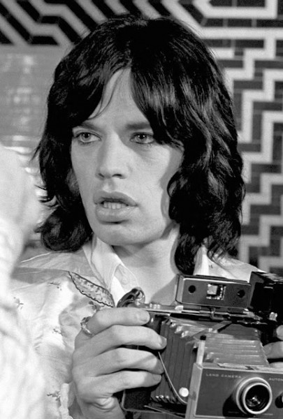 Mick-Jagger-with-a-Polaroid-Image-by-Baron-Wolman