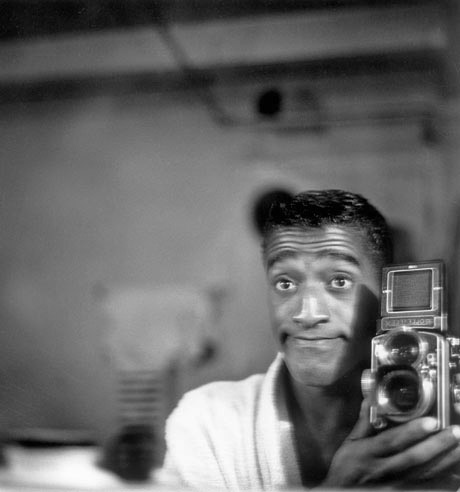 Sammy-Davis-Jr.-and-his-Rolleiflex