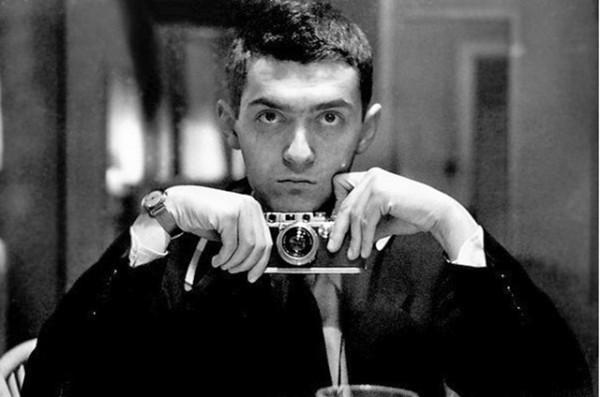 Stanley-Kubrick-with-a-rangefinder