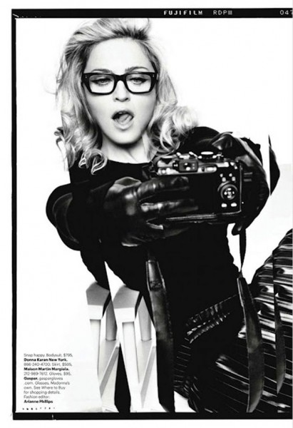 Famous-Hollywood-Celebrities-with-their-Cameras-005