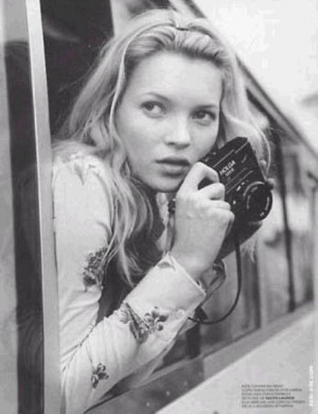 Famous-Hollywood-Celebrities-with-their-Cameras-006