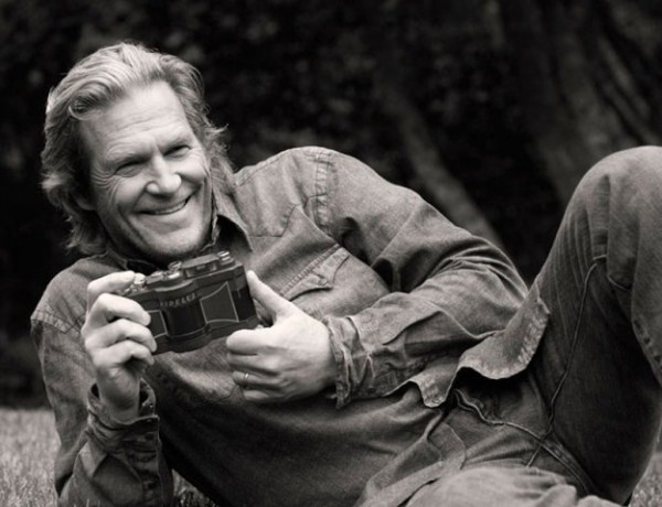 Famous-Hollywood-Celebrities-with-their-Cameras-018